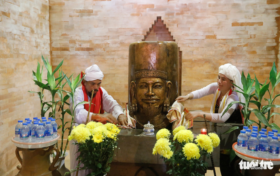 Tái hiện lễ hội Katê rực rỡ sắc màu của người Chăm - Ảnh 6.