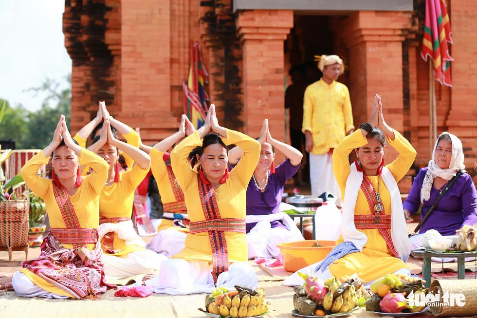 Tái hiện lễ hội Katê rực rỡ sắc màu của người Chăm - Ảnh 7.
