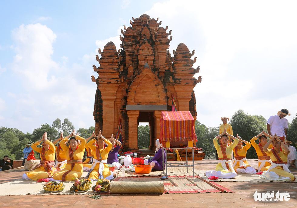 Tái hiện lễ hội Katê rực rỡ sắc màu của người Chăm - Ảnh 5.