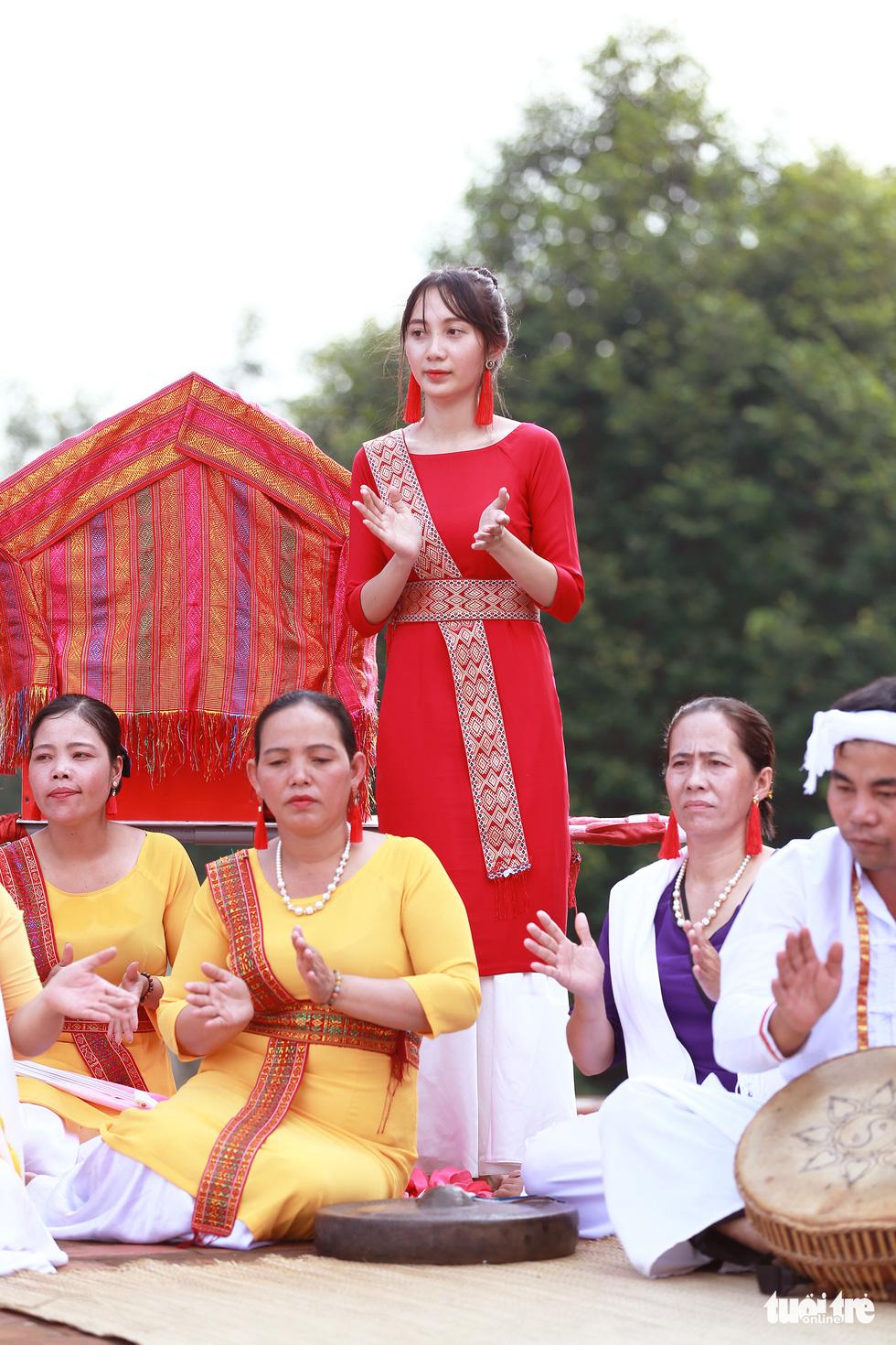 Tái hiện lễ hội Katê rực rỡ sắc màu của người Chăm - Ảnh 9.