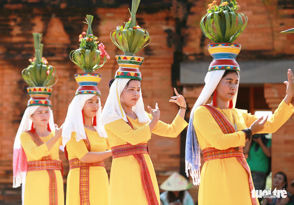 Tái hiện lễ hội Katê rực rỡ sắc màu của người Chăm - Ảnh 8.