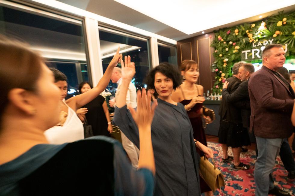 Nhà thiết kế Li Lam: Thời trang liên quan đến nội tâm nhiều hơn những gì hào nhoáng bên ngoài - Ảnh 12.