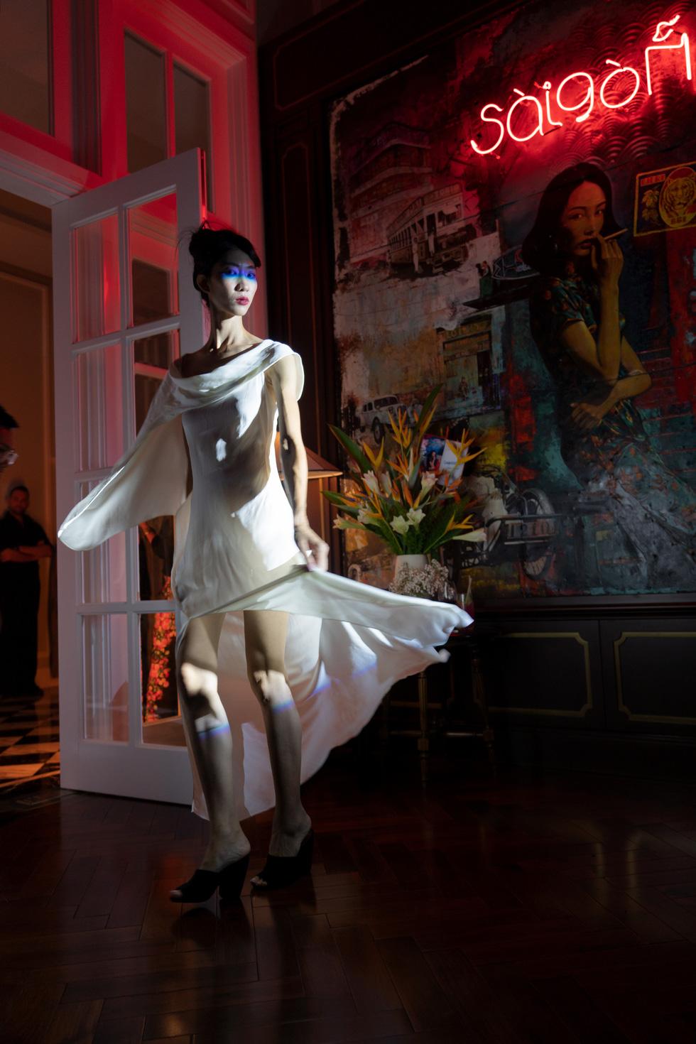 Nhà thiết kế Li Lam: Thời trang liên quan đến nội tâm nhiều hơn những gì hào nhoáng bên ngoài - Ảnh 1.