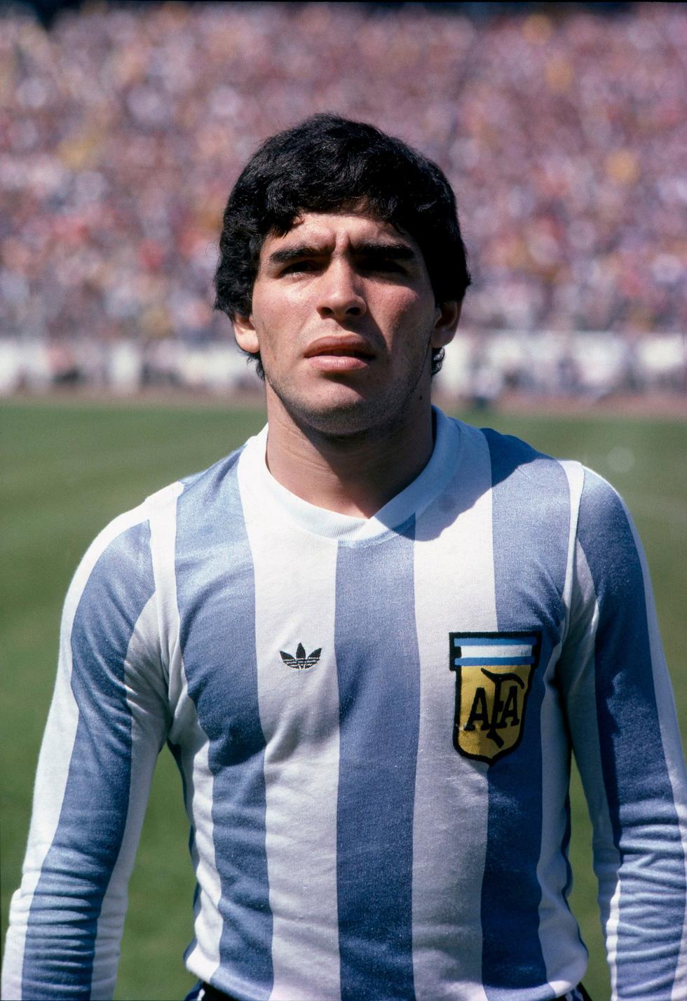 Sự nghiệp vĩ đại của Maradona qua ảnh - Ảnh 2.