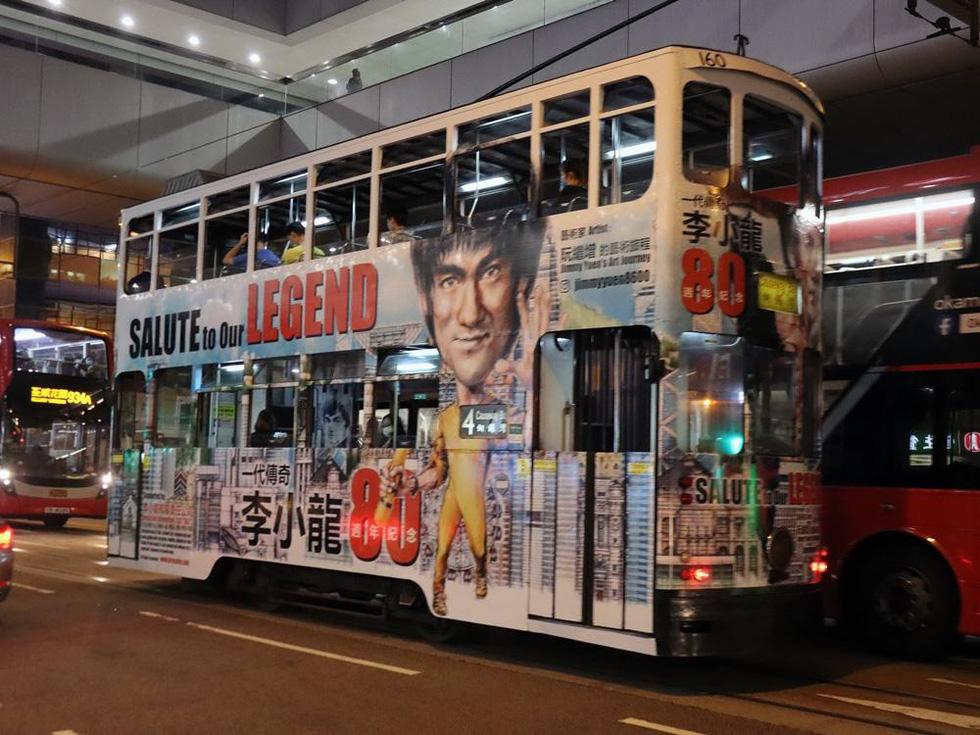 Hong Kong kỷ niệm 80 năm ngày sinh Lý Tiểu Long với chủ đề xe điện - Ảnh 2.