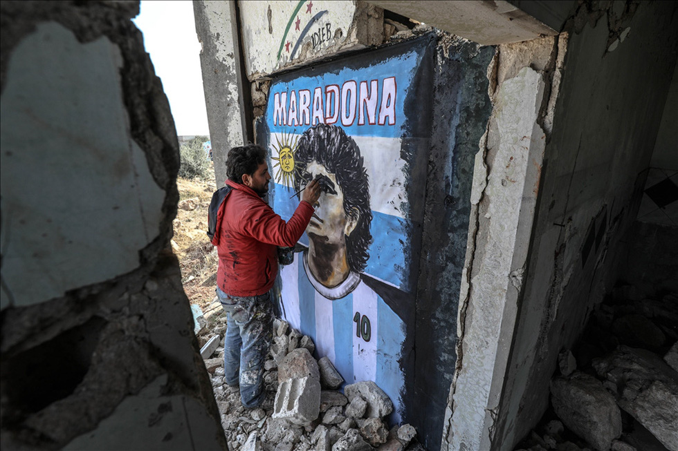 Maradona khiến mặt trời rơi lệ qua tài năng của nghệ sĩ graffiti nổi tiếng - Ảnh 2.