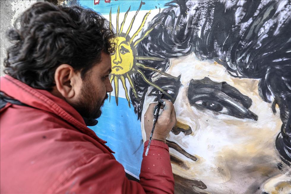 Maradona khiến mặt trời rơi lệ qua tài năng của nghệ sĩ graffiti nổi tiếng - Ảnh 4.