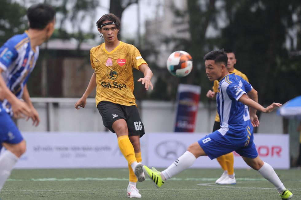Các ngôi sao V-League khuấy động bóng đá phong trào TP.HCM - Ảnh 2.