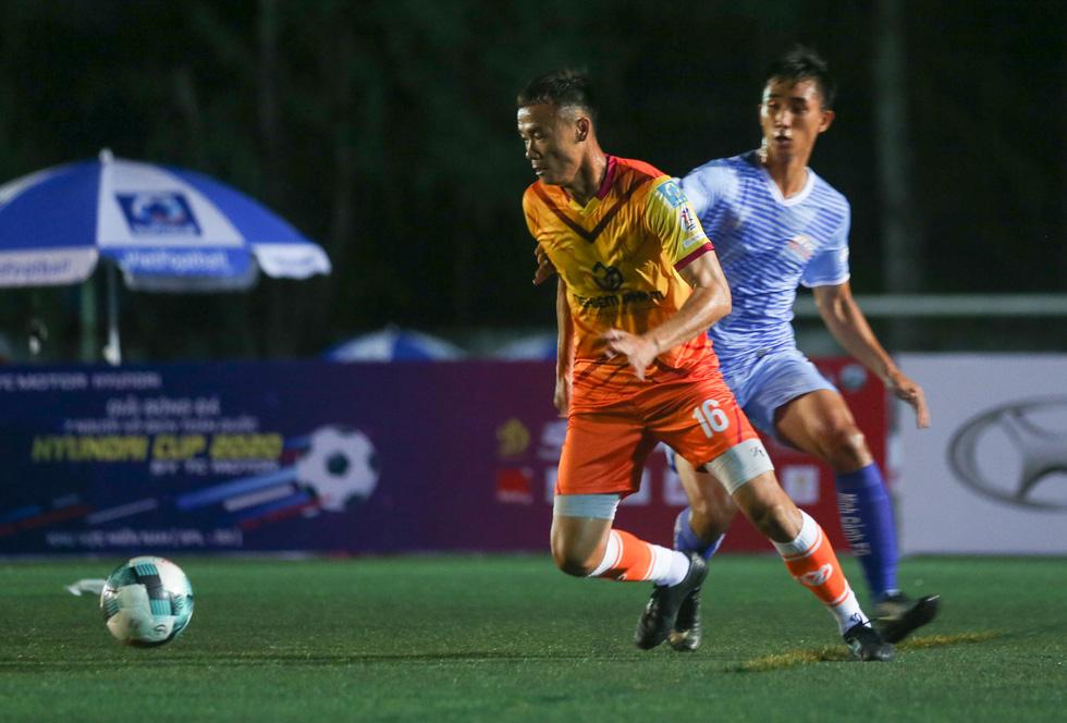 Các ngôi sao V-League khuấy động bóng đá phong trào TP.HCM - Ảnh 3.