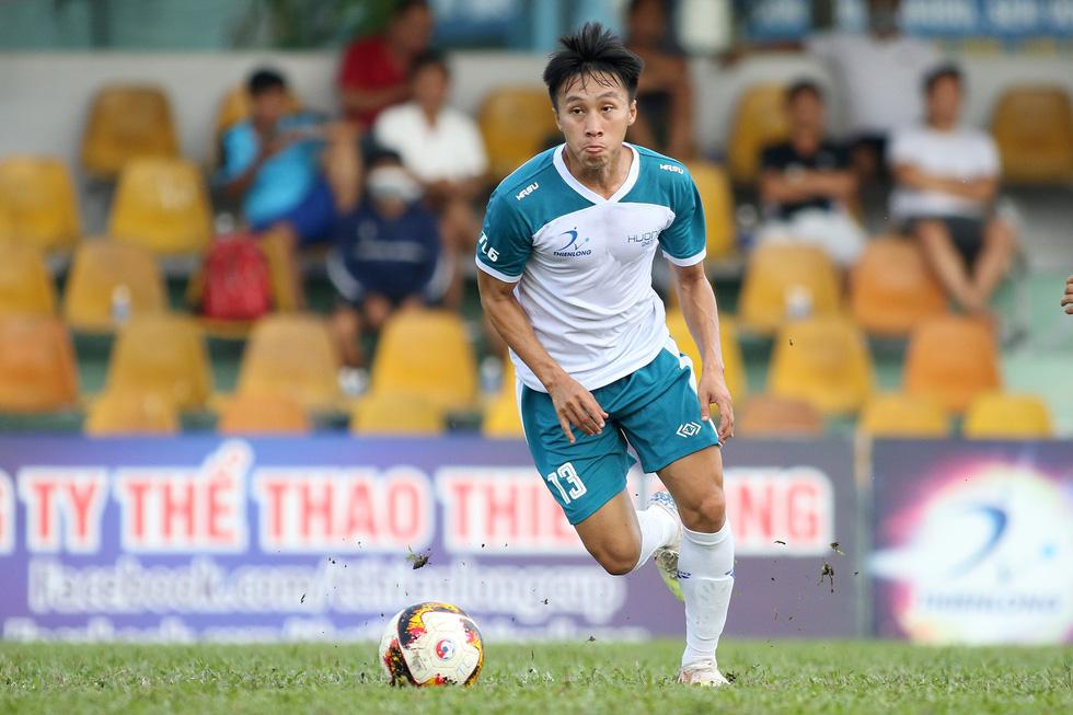 Các ngôi sao V-League khuấy động bóng đá phong trào TP.HCM - Ảnh 6.