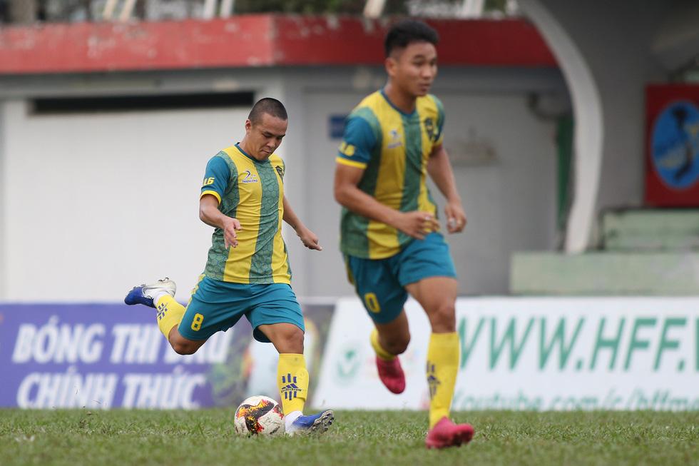 Các ngôi sao V-League khuấy động bóng đá phong trào TP.HCM - Ảnh 8.