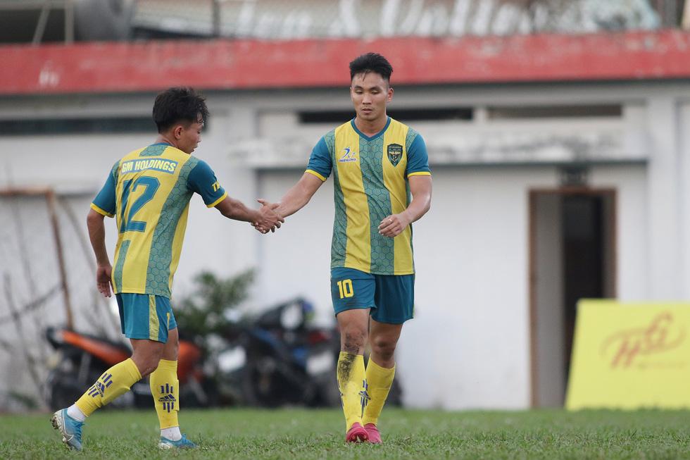 Các ngôi sao V-League khuấy động bóng đá phong trào TP.HCM - Ảnh 9.