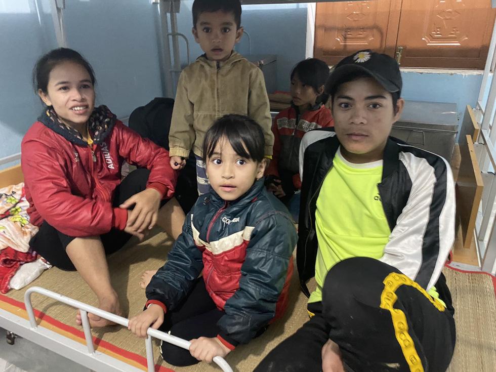 Lo sạt lở trở lại, Trà Leng gấp rút sơ tán dân chạy bão - Ảnh 5.