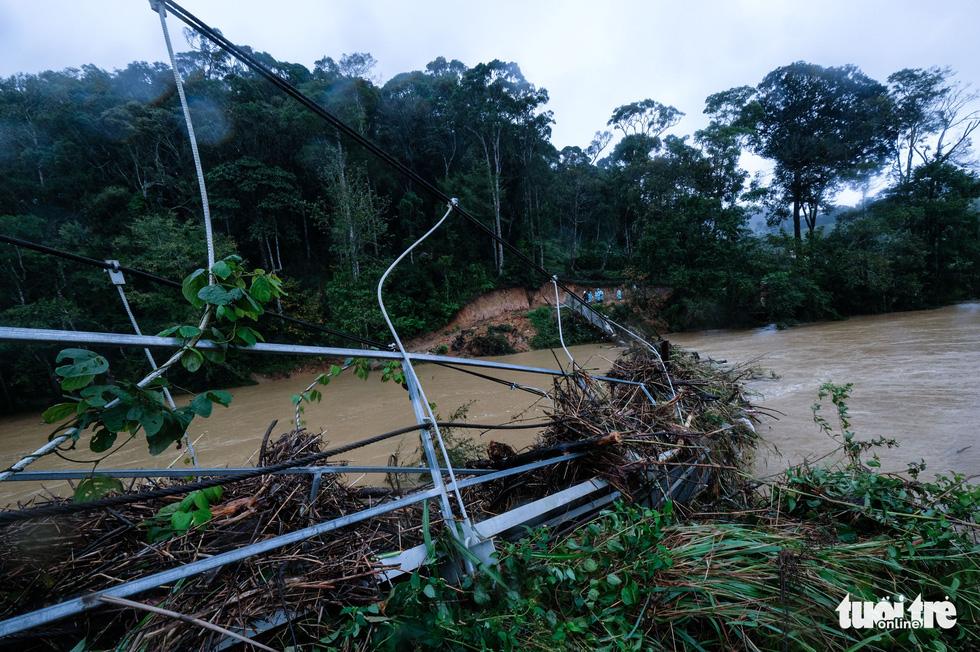 Tìm kiếm 2 nạn nhân mất tích trong chuyến đi rừng Bidoup - núi Bà gặp khó khăn thumbnail