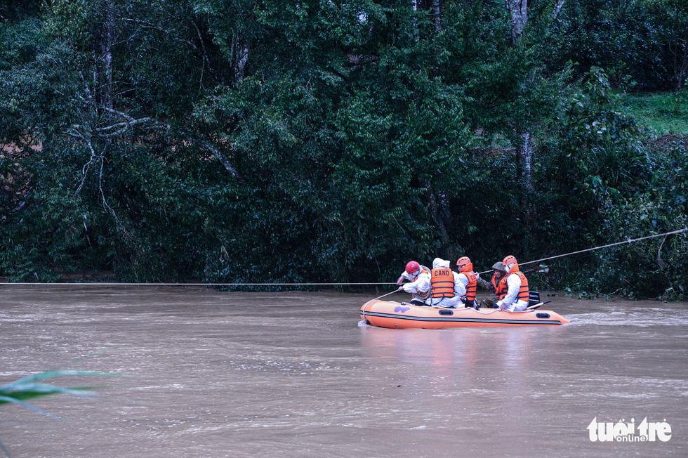 Tìm kiếm 2 nạn nhân mất tích trong chuyến đi rừng Bidoup - núi Bà gặp khó - Ảnh 3.