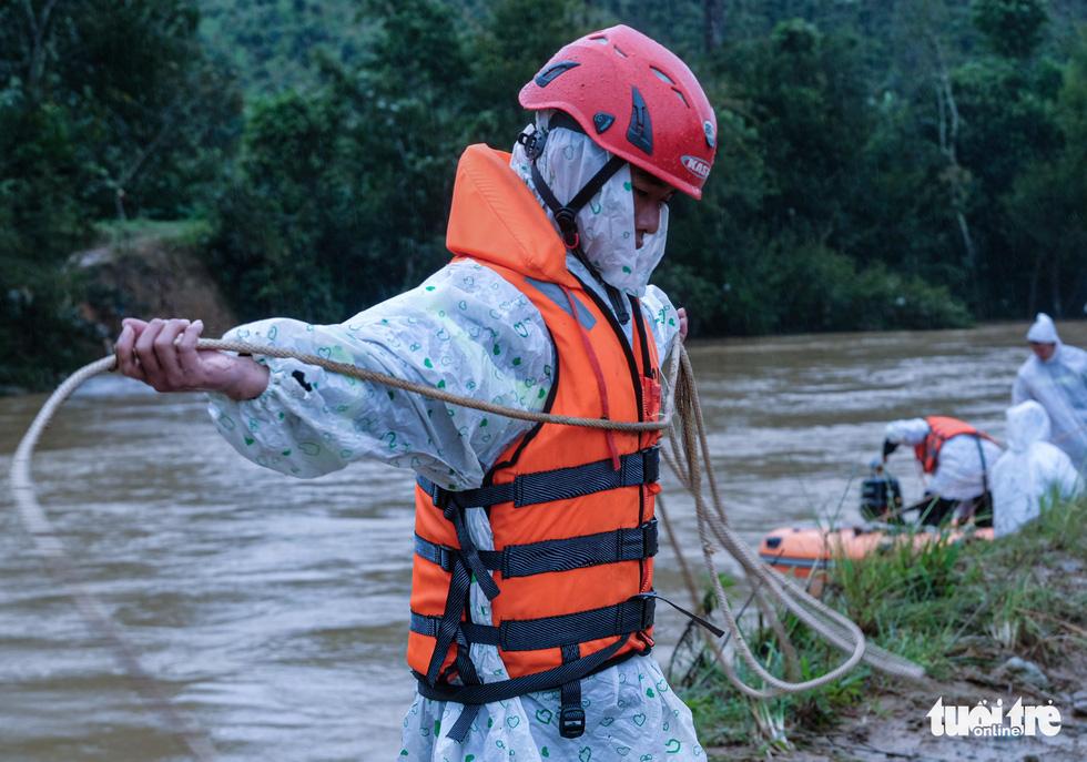 Tìm kiếm 2 nạn nhân mất tích trong chuyến đi rừng Bidoup - núi Bà gặp khó - Ảnh 5.