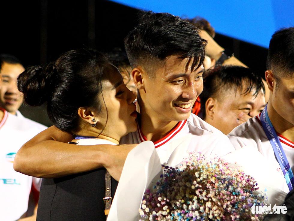 Khoảnh khắc hạnh phúc của Viettel - nhà vô địch V-League 2020 - Ảnh 5.