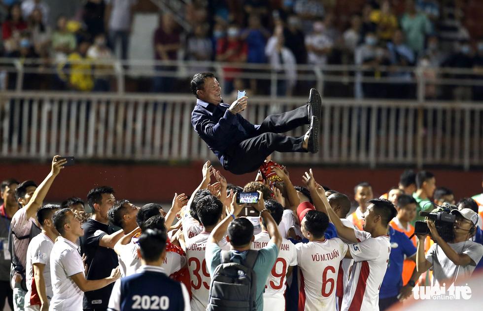 Khoảnh khắc hạnh phúc của Viettel - nhà vô địch V-League 2020 - Ảnh 3.