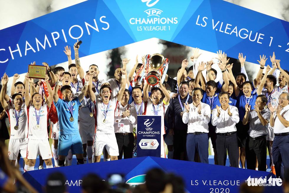 Khoảnh khắc hạnh phúc của Viettel - nhà vô địch V-League 2020 - Ảnh 4.