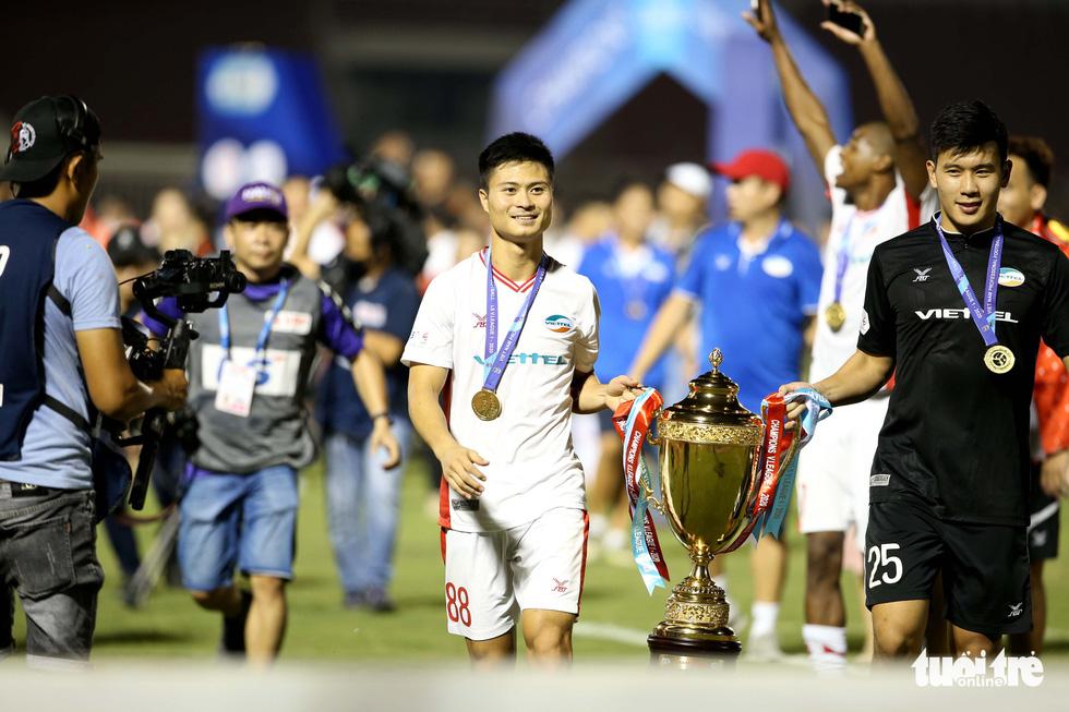 Khoảnh khắc hạnh phúc của Viettel - nhà vô địch V-League 2020 - Ảnh 6.