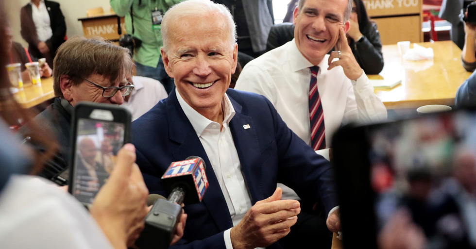 Ông Biden và mối quan hệ thân tình với các sao Hollywood - Ảnh 2.
