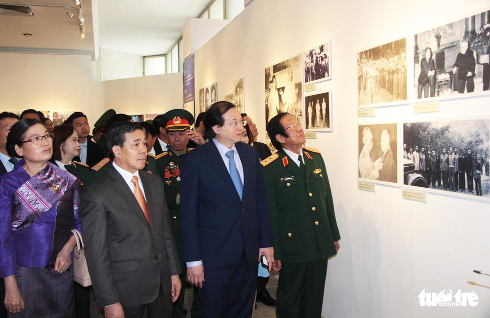 Triển lãm ảnh quan hệ hữu nghị đặc biệt Việt Nam - Lào - Ảnh 1.