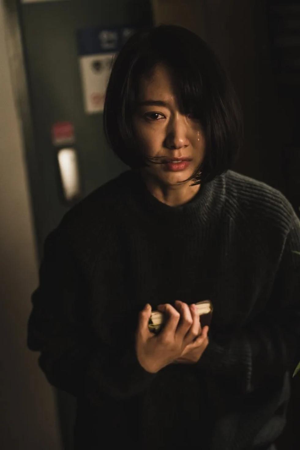 The Call: Park Shin Hye đối đầu với nữ phản diện xuất sắc - Ảnh 6.