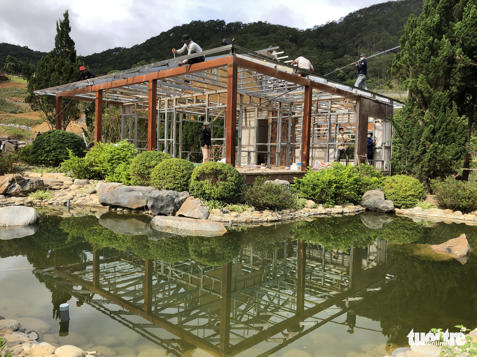 Cưỡng chế tháo dỡ làng biệt thự xây trái phép trên đất rừng ở Đà Lạt - Ảnh 5.