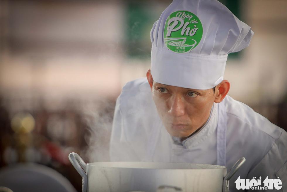 Hương phở thơm ngào ngạt ở cuộc thi 'Đi tìm người nấu Phở ngon năm 2020' - Ảnh 11.