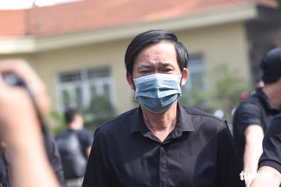 Hoài Linh, Việt Hương mang khăn tang trong suốt tang lễ Chí Tài - Ảnh 15.