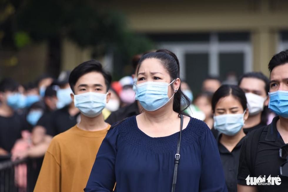 Hoài Linh, Việt Hương mang khăn tang trong suốt tang lễ Chí Tài - Ảnh 13.