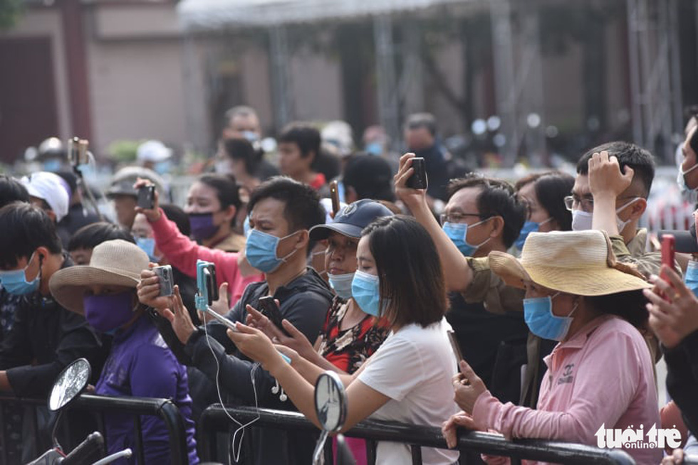 Hoài Linh, Việt Hương mang khăn tang trong suốt tang lễ Chí Tài - Ảnh 23.