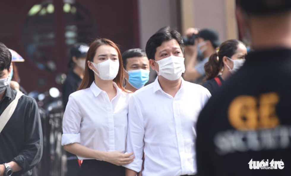 Hoài Linh, Việt Hương mang khăn tang trong suốt tang lễ Chí Tài - Ảnh 3.