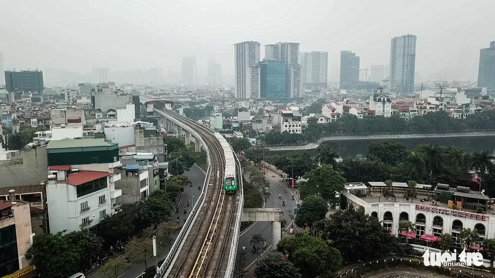 Ngắm đoàn tàu lần đầu chạy thử toàn tuyến trên đường sắt Cát Linh - Hà Đông - Ảnh 2.