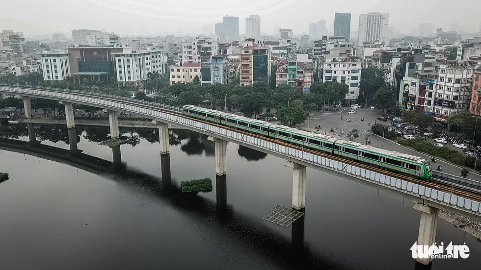 Ngắm đoàn tàu lần đầu chạy thử toàn tuyến trên đường sắt Cát Linh - Hà Đông - Ảnh 1.