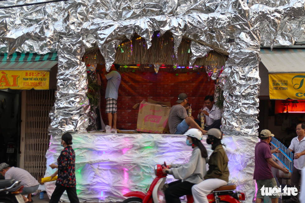 Xóm đạo Sài Gòn bắt đầu lên đèn chuẩn bị đón Giáng sinh - Ảnh 5.