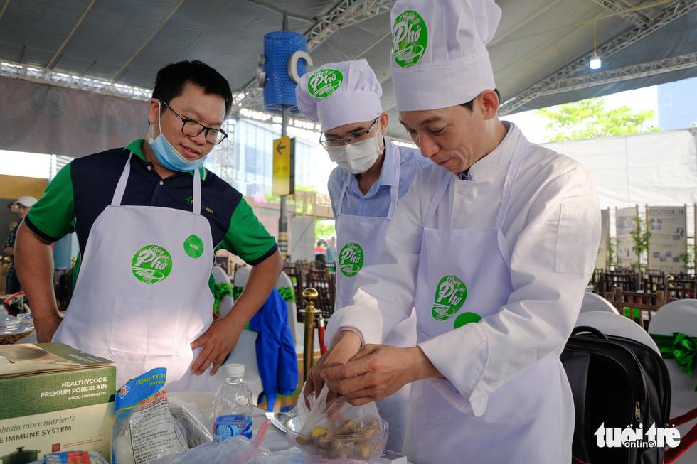 Hương phở thơm ngào ngạt ở cuộc thi 'Đi tìm người nấu Phở ngon năm 2020' - Ảnh 7.