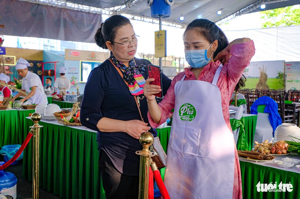 Hương phở thơm ngào ngạt ở cuộc thi 'Đi tìm người nấu Phở ngon năm 2020' - Ảnh 10.