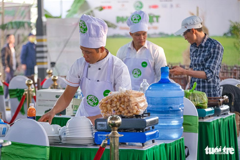 Hương phở thơm ngào ngạt ở cuộc thi 'Đi tìm người nấu Phở ngon năm 2020' - Ảnh 9.