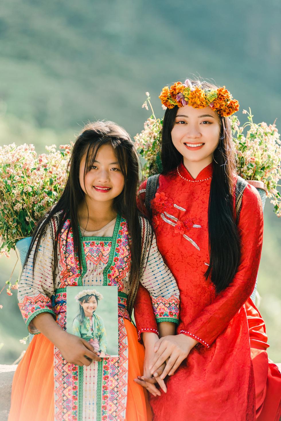 Cao nguyên đá Đồng Văn rực rỡ sắc hoa tam giác mạch - Ảnh 4.