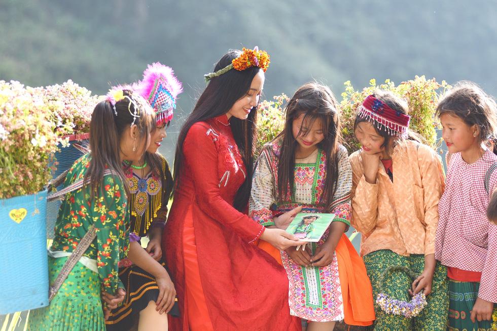 Cao nguyên đá Đồng Văn rực rỡ sắc hoa tam giác mạch - Ảnh 5.