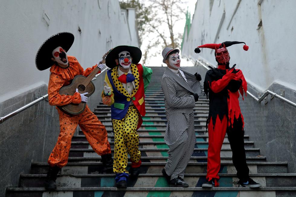 Joker kiểu Mỹ mua vui cho dân Iran giữa đại dịch COVID-19 - Ảnh 4.
