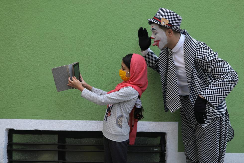 Joker kiểu Mỹ mua vui cho dân Iran giữa đại dịch COVID-19 - Ảnh 6.