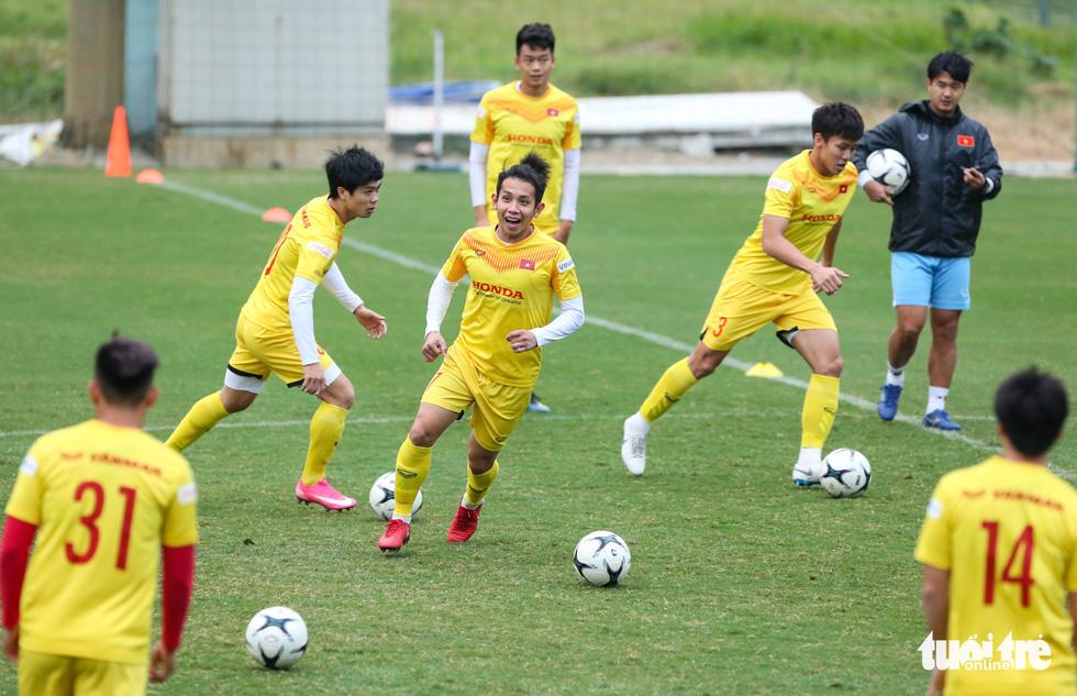 HLV Park Hang Seo phá bĩnh trong buổi tập, cho học trò đi nhặt bóng mệt nghỉ - Ảnh 7.