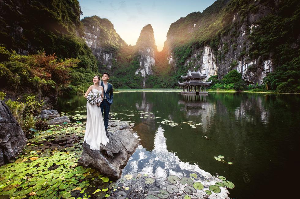Cặp đôi người Việt lên rừng xuống biển, chụp ảnh cưới ở 11 tỉnh thành - Ảnh 2.