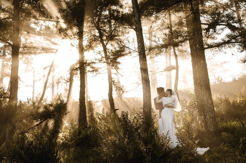 Cặp đôi người Việt lên rừng xuống biển, chụp ảnh cưới ở 11 tỉnh thành - Ảnh 4.