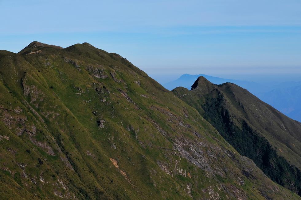 2 ngày leo đỉnh núi Tà Chì Nhù ngắm hoàng hôn tím lịm - Ảnh 2.