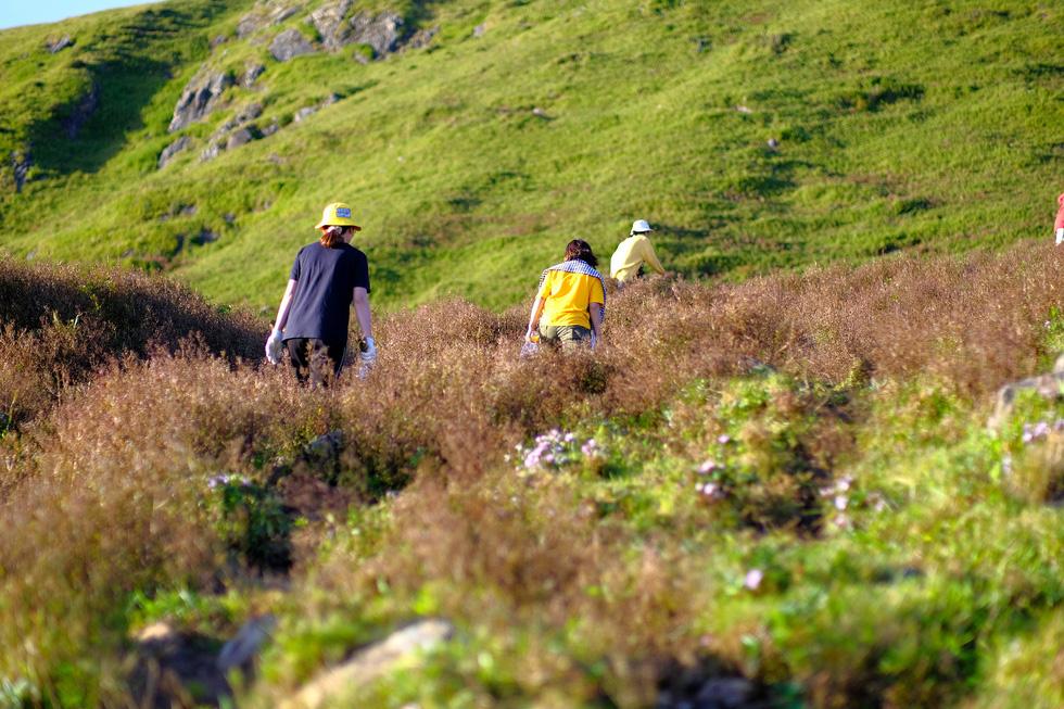 2 ngày leo đỉnh núi Tà Chì Nhù ngắm hoàng hôn tím lịm - Ảnh 3.