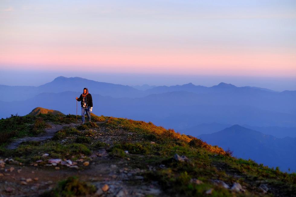 2 ngày leo đỉnh núi Tà Chì Nhù ngắm hoàng hôn tím lịm - Ảnh 6.