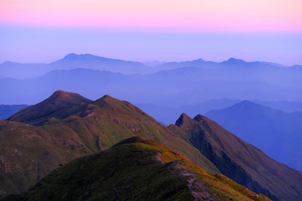 2 ngày leo đỉnh núi Tà Chì Nhù ngắm hoàng hôn tím lịm - Ảnh 7.